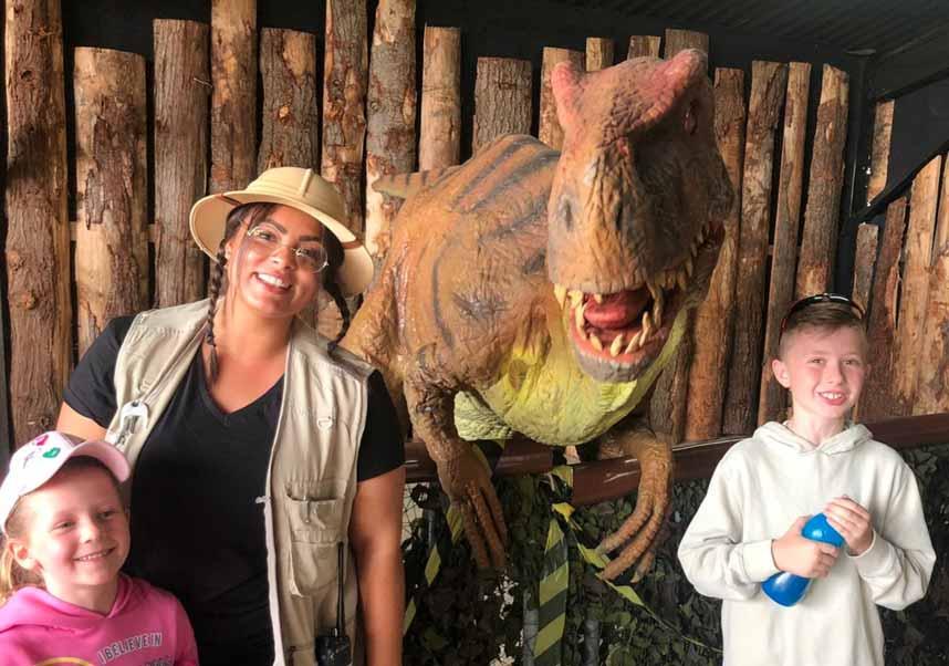 Children meeting a Dinosaur